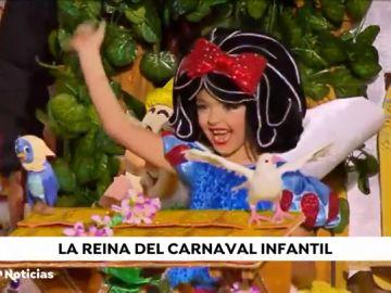 La 'Blancanieves' Jennifer de Filippis se corona como la Reina Infantil del carnaval de Las Palmas de Gran Canaria
