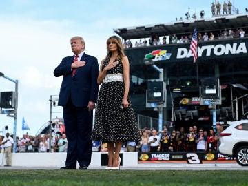 Donald Trump acudió con su esposa, Melania Trump, para dar la salida de las 500 millas de Daytona