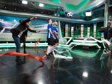 Pablo Motos lo logra en 'El Hormiguero 3.0': El presentador evita el gol de Iñaki Williams