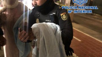 Policía salva a un bebé en Valencia