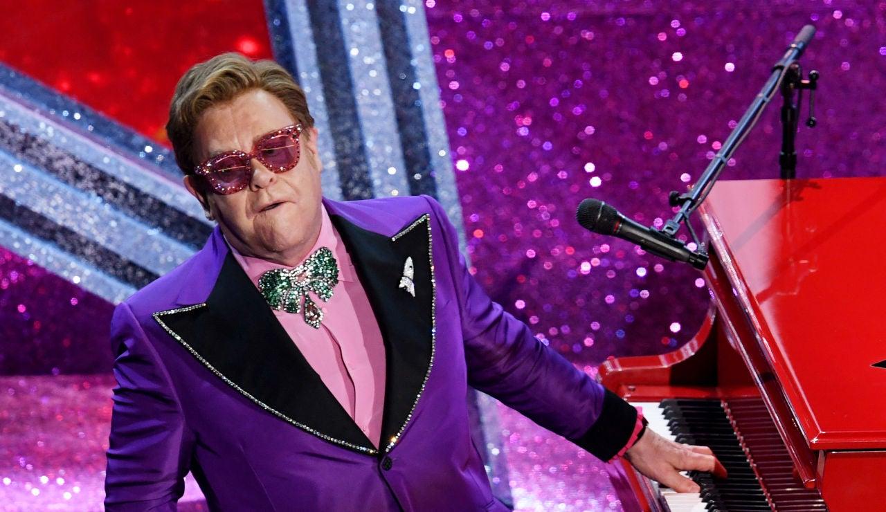 Elton John durante una actuación