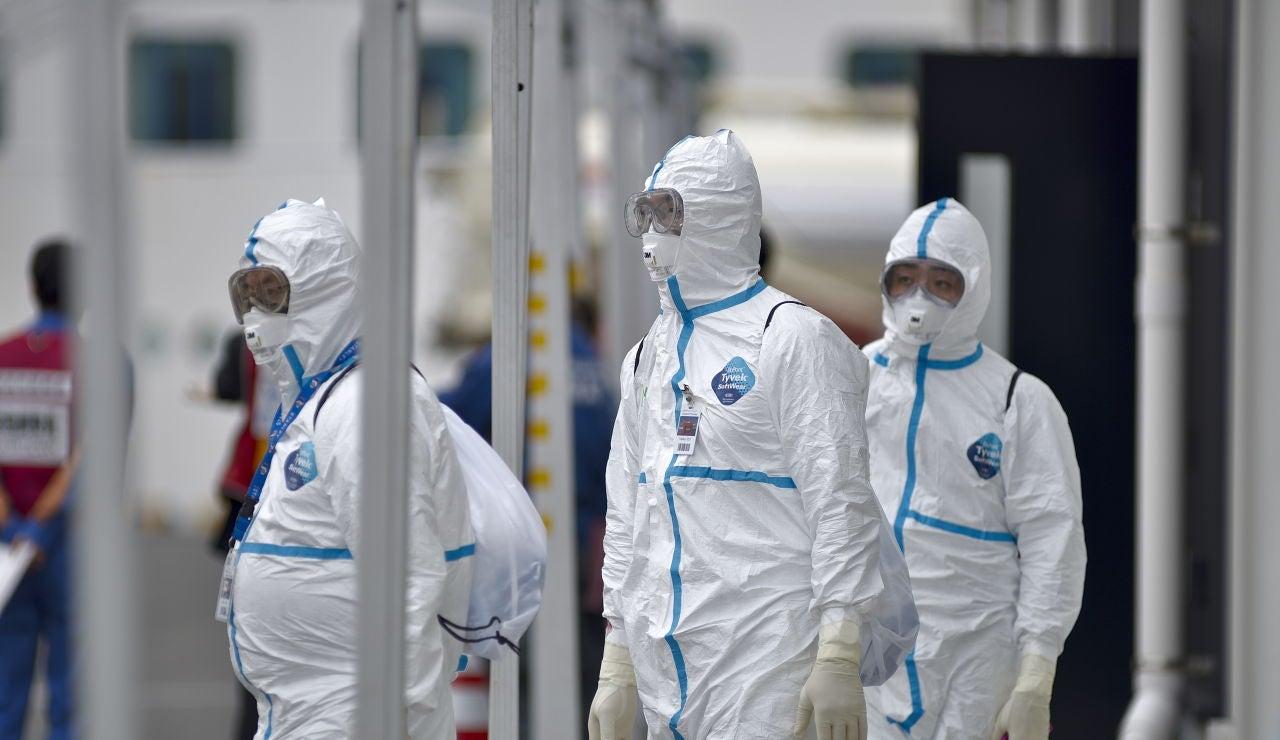 Personal médico se protege ante el coronavirus