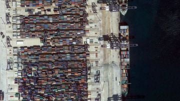 Algeciras (Cádiz). Su puerto es el primero de España en tráfico total de mercancías y el sexto de toda Europa en transporte de contenedores.