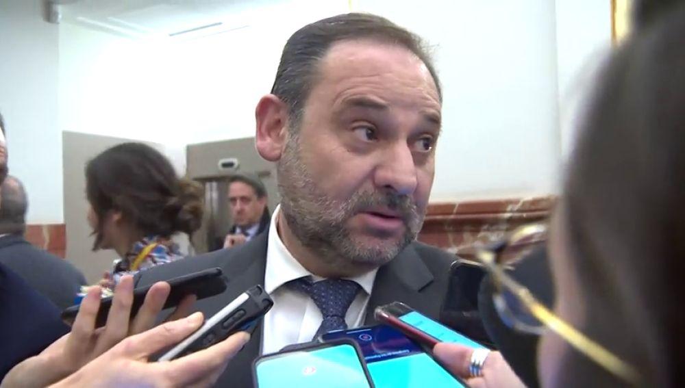 """José Luis Ábalos se muestra""""encantado"""" con que se guarden vídeos de Barajas y asegura que está """"muy tranquilo"""""""