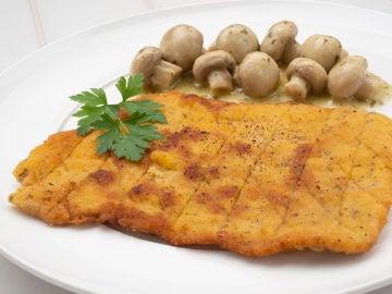 """La receta """"cañón"""" de Karlos Arguiñano: Escalopes de cerdo con champiñones en salsa"""