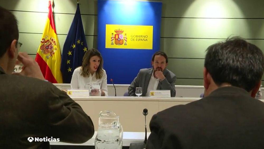 """Pablo Iglesias anima a los agricultores a """"seguir apretando""""·... y le toman la palabra"""