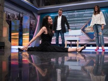 ¡Espectacular!: Almudena Cid mide el plató de 'El Hormiguero 3.0' con sus piernas