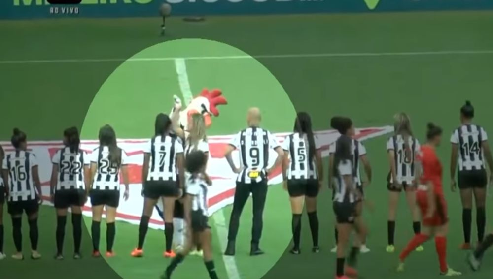 El gesto machista de la mascota del Atlético Mineiro