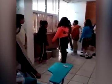 """Una niña recibe una brutal paliza y el director del colegio se ríe: """"No puedo controlar a 400 muchachos"""""""