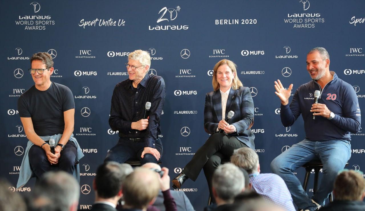 Fabio Capello junto a Arsene Wenger, Jill Ellis y Ruud Gullit