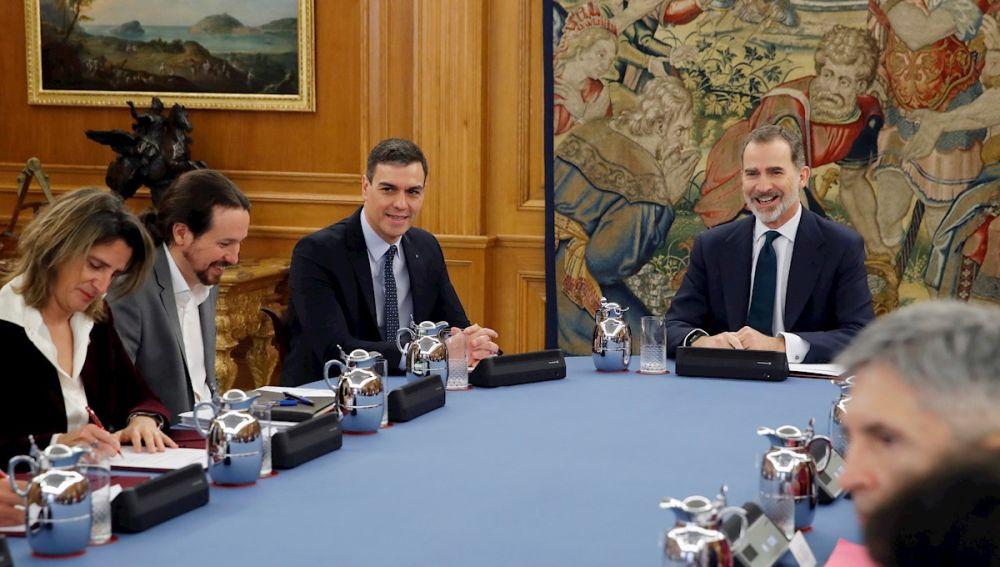 Consejo de Ministros presidido por el rey