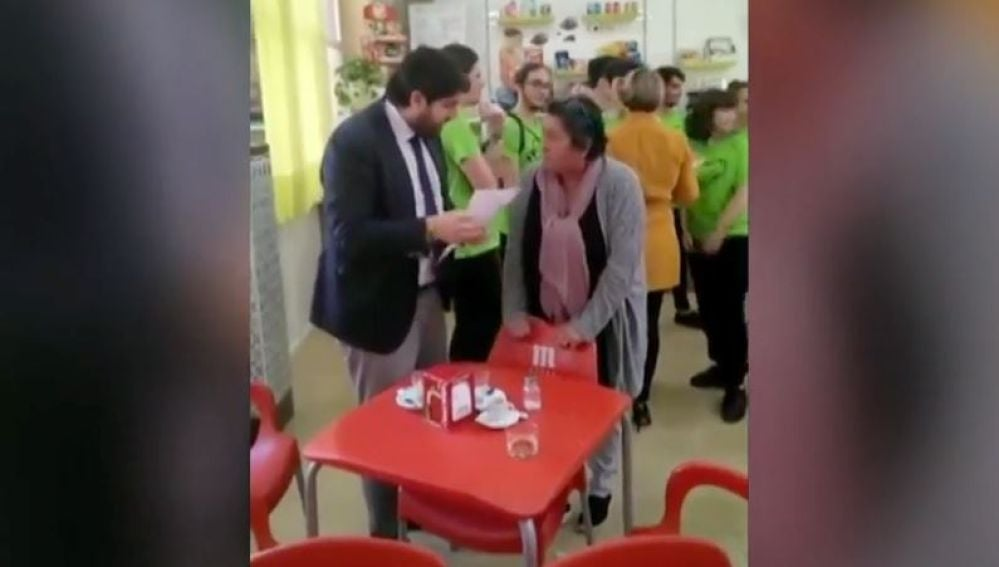 Una madre denuncia que no se ha avisado de la visita de Fernando López Miras al instituto de su hija
