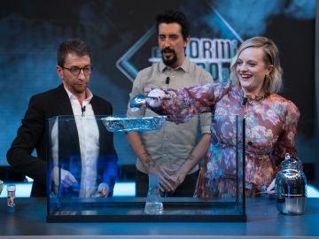Elizabeth Moss consigue que los objetos floten en el aire en 'El Hormiguero 3.0'