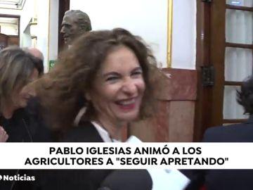 """El """"seguid apretando"""" de Pablo Iglesias a los agricultores le da risa a la portavoz del Gobierno"""