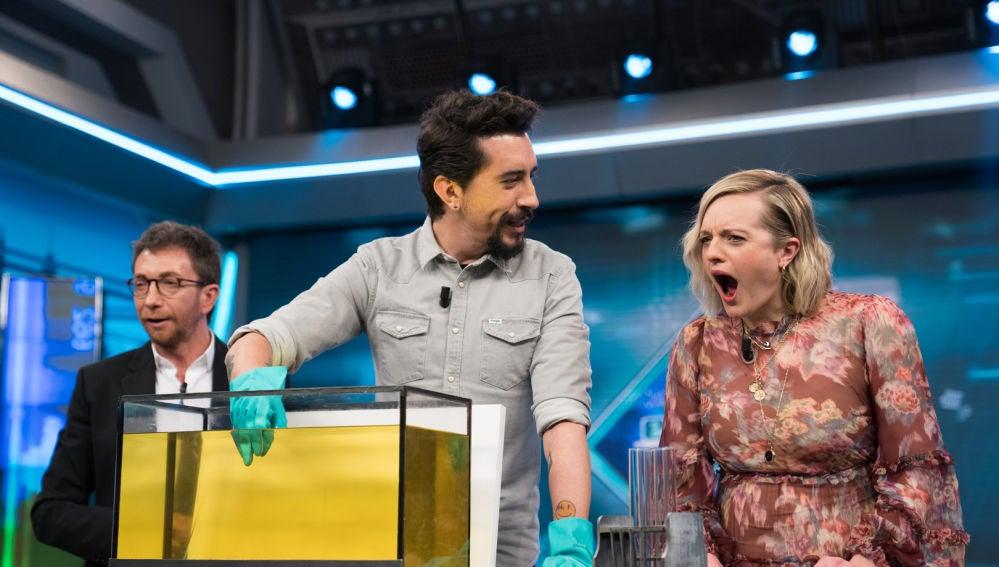 Marron deja a Elizabeth Moss con la boca abierta jugando con la invisibilidad en 'El Hormiguero 3.0'