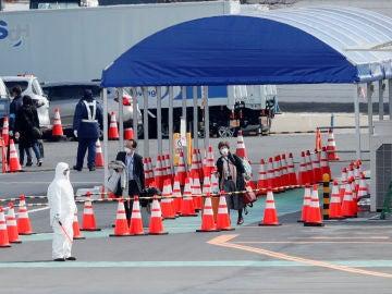 Comienzan a desembarcar los primeros pasajeros del crucero de Japón