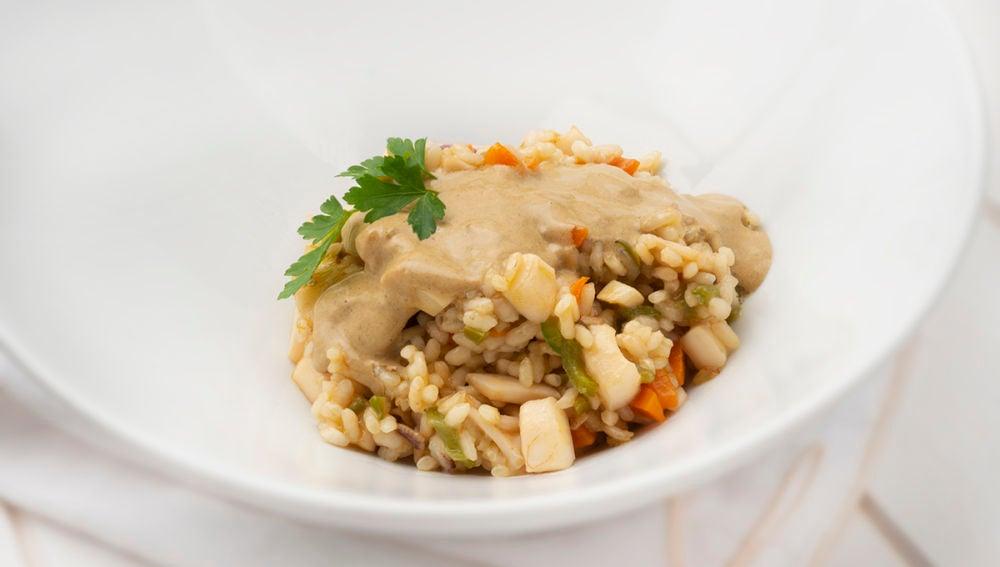 Receta de arroz con calamares y mahonesa de ajo negro