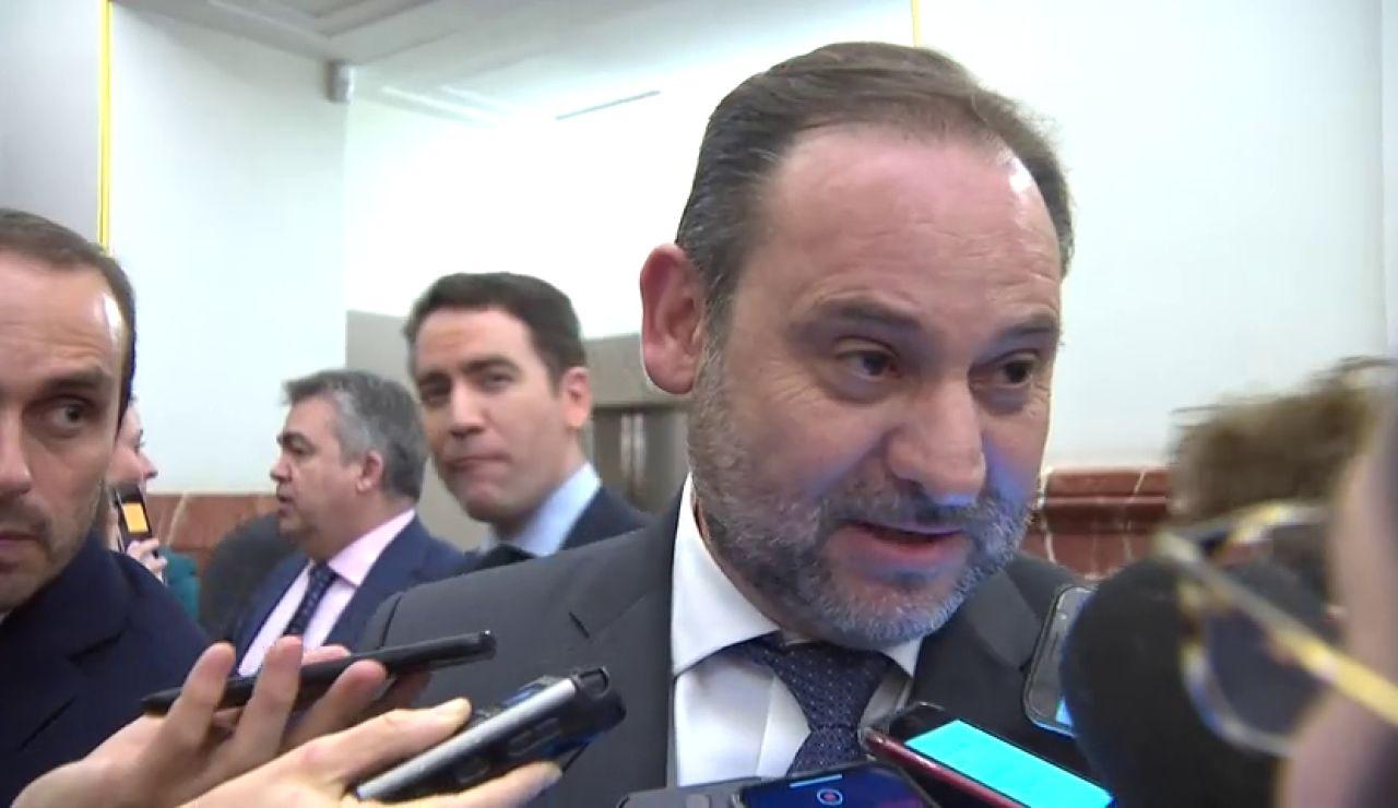 """Ábalos dice que 'está muy tranquilo' con lo que puedan revelar las cámaras de Barajas y dice que """"se cumplieron las normas"""""""