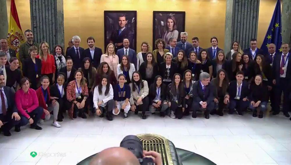 """El Convenio del fútbol femenino se presenta en el Congreso con un compromiso de """"dignidad, justicia e igualdad"""""""