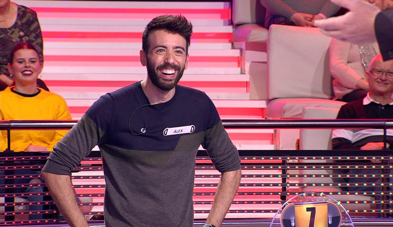 No tiene desperdicio: La conversación entre Arturo Valls y un concursante sobre las 'Spice girls' en '¡Ahora caigo!'