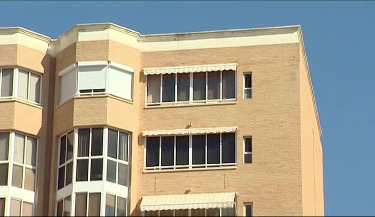 Una mujer de 90 años se precipita desde un séptimo piso en Alicante y los toldos del edificio la salvan