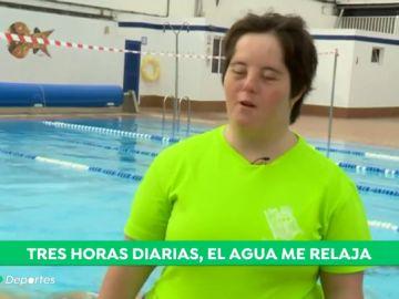 """Camino Álvarez, la primera nadadora de sincronizada con 'síndrome de Down' federada en España: """"Me gusta el agua desde que nací"""""""