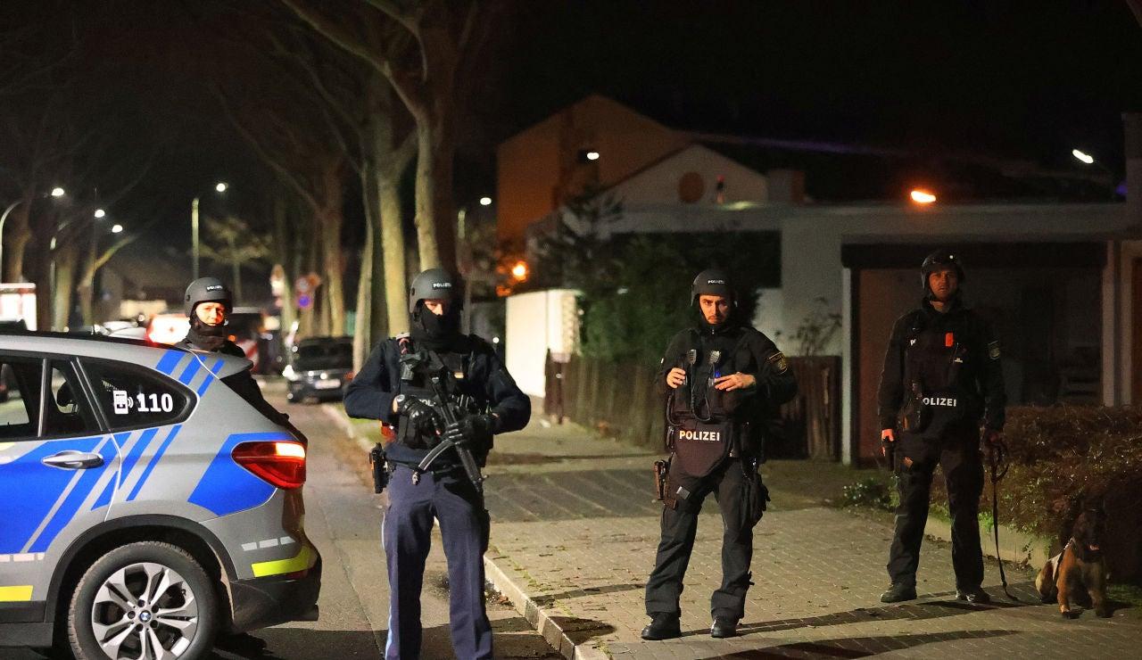 Al menos nueve muertos en dos tiroteos en Hanau