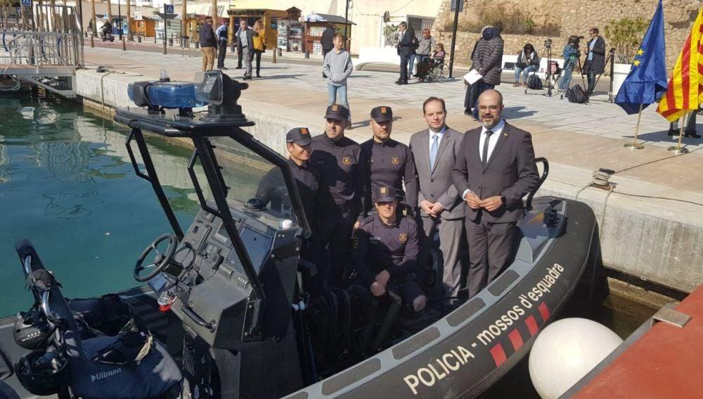 Los mossos d'esquadra presentan a su unidad marítima