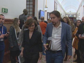 Carmen Calvo y Pablo Iglesias salen juntos del hemiciclo