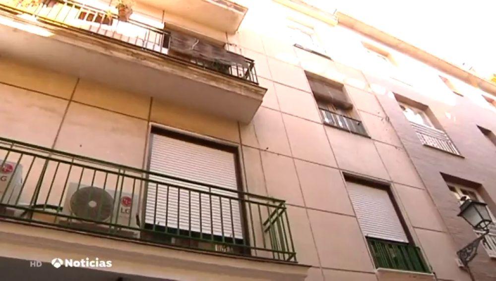 En estado crítico un bebé que cayó por la ventana de un segundo piso en Granada