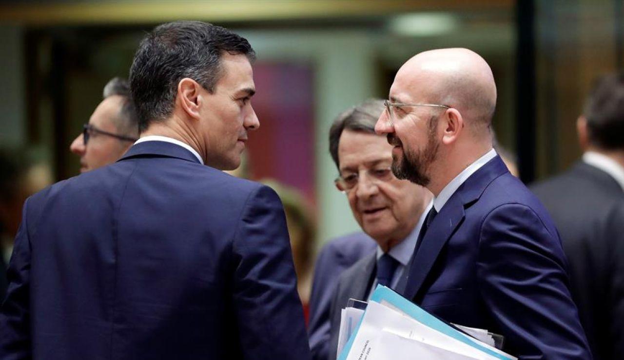 El presidente del Gobierno, Pedro Sánchez (i), y el presidente del Consejo Europeo, Charles Michel (d).