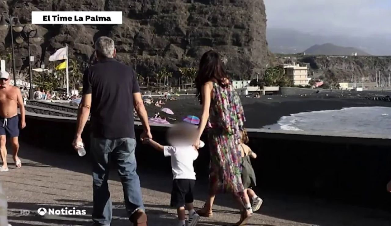 George Clooney con su familia en la isla de La Palma