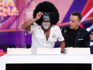 El Monaguillo y Àngel Llàcer, a tartazos por Chenoa en 'Tu cara me suena'