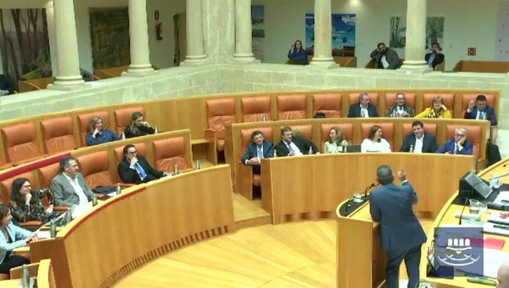 La hilarante carcajada del consejero de Hacienda de La Rioja, Celso González, en un debate por el IVA