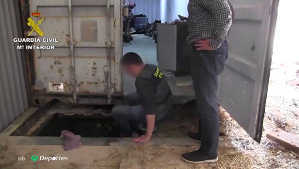 Un guardia civil corre varios kilómetros detrás de una furgoneta para desmantelar la primera fábrica clandestina de tabaco en Europa