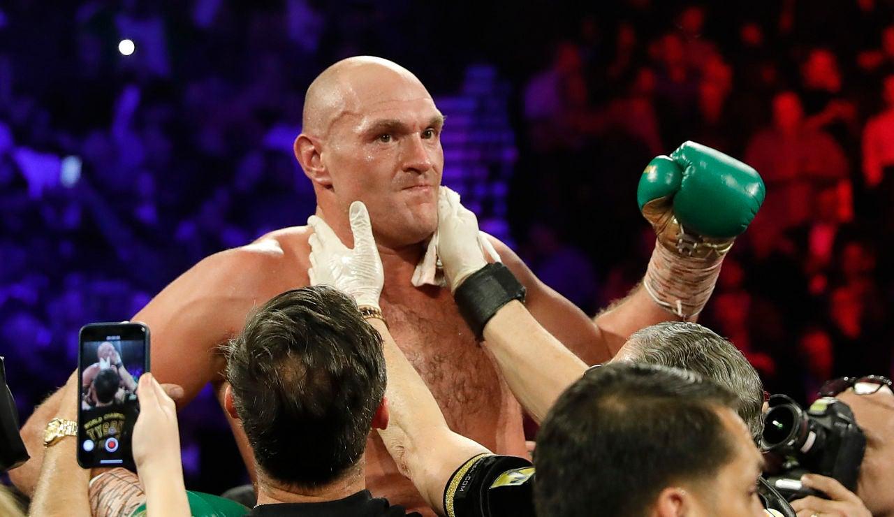 Fury vence a Wilder y le arrebata el título