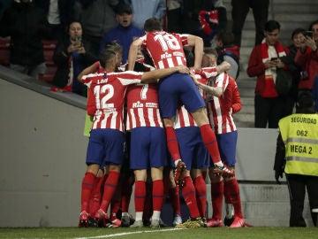 Los jugadores del Atlético celebran un gol ante el Villarreal