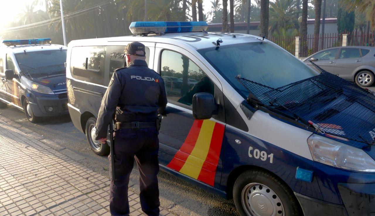 Un agente de la Policía Nacional de Elche.
