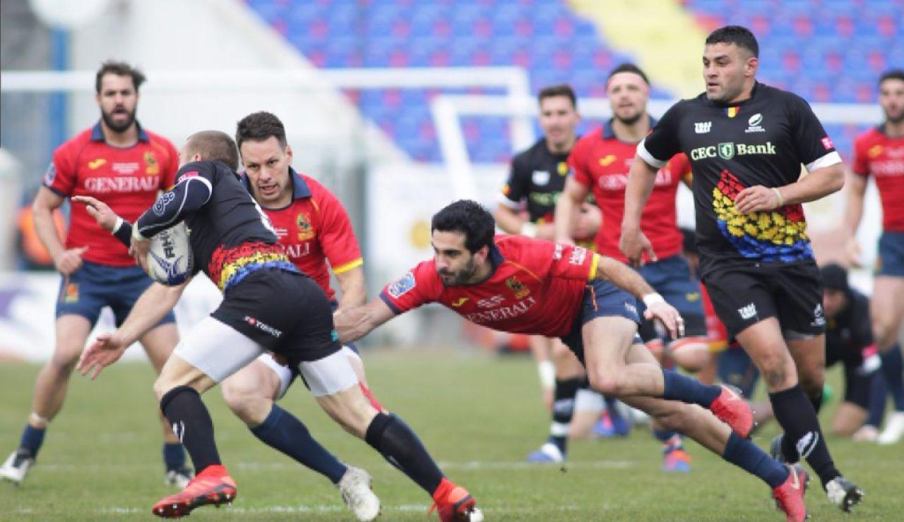 Lance del juego en el partido del Seis Naciones B entre España y Rumania
