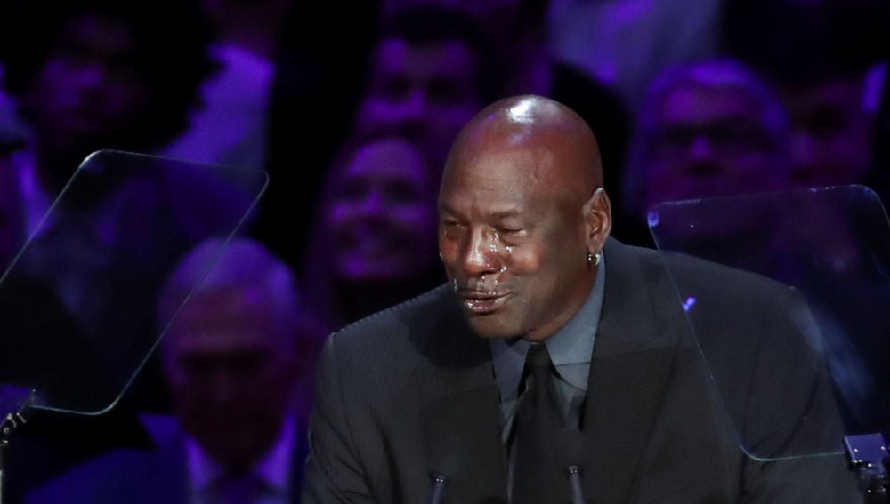 Michael Jordan, entre lágrimas en el homenaje a Kobe Bryant en el Staples Center