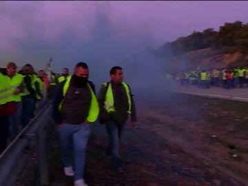 Las protestas de los agricultores cortan el tráfico en varias carreteras de Andalucía