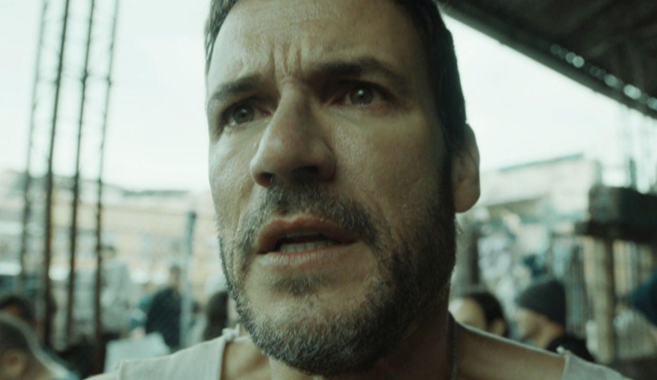 Antonio, desesperado, suplica ayuda a Cruz