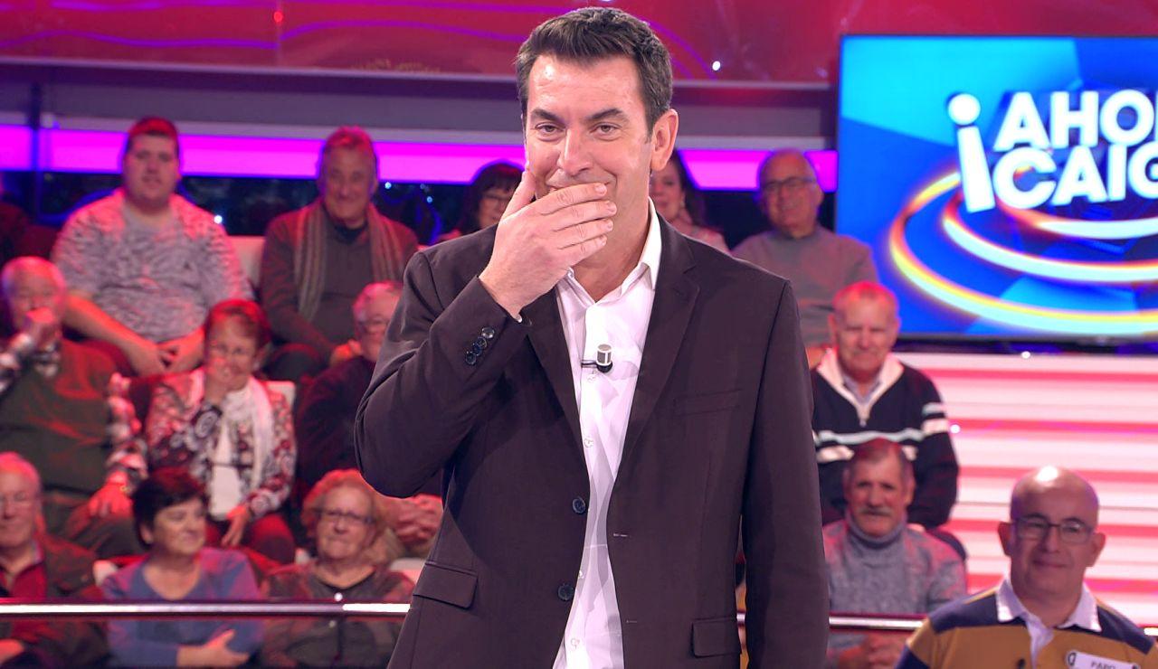La inesperada reacción de Arturo Valls tras saber el apellido de una concursante en '¡Ahora caigo!'