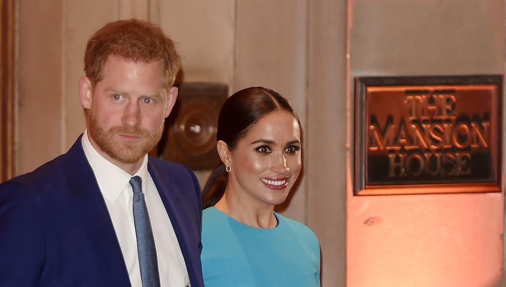 El príncipe Harry y Meghan Markle a su llegada a la gala