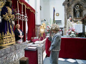 La Reina ante el Cristo de Medinaceli