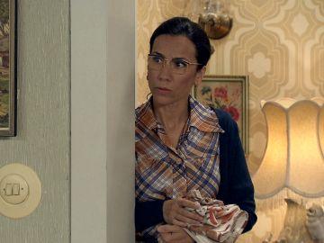 Manolita, alarmada tras escuchar la conversación privada de Marisol