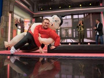 El Monaguillo sorprende con su equipo de luchadores de sumo acrobático en 'El Hormiguero 3.0'