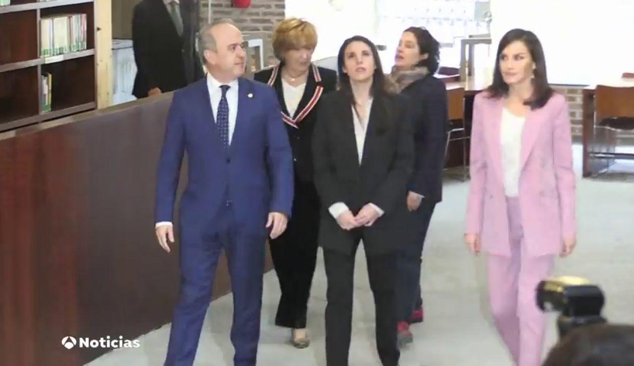 La reina Letizia e Irene Montero en un acto por el Día de la Mujer