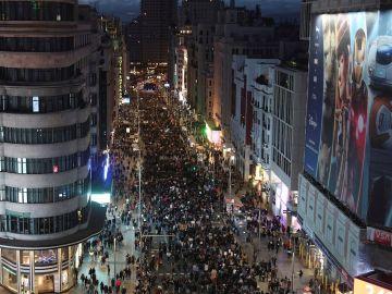 Vista aérea de la manifestación del 8M de Madrid a su paso por la Gran Vía