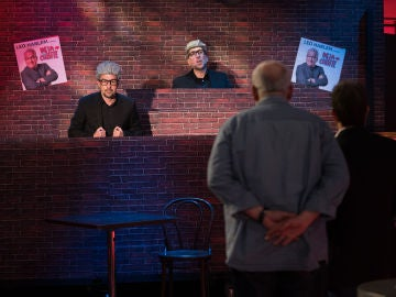 Leo Harlem se enfrenta a sus dobles en el local de monólogos 'Harlem brothers' de 'El Hormiguero 3.0'
